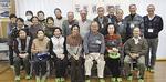 岸本さん(前列右から3番目)と参加者ら