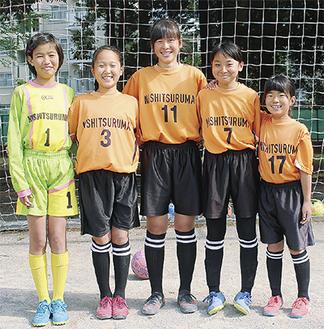 3位の原動力となった(左から)田中さん、小川さん、畑迫さん、木原さん。右は田中さんの妹・凪沙さん