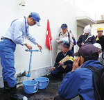 受水槽から飲料水を確保