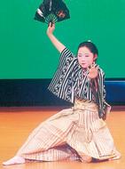 カラオケと踊り披露