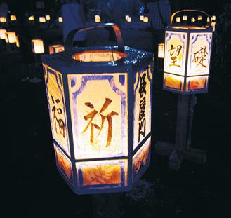街を幻想的に彩る灯篭(昨年の様子)
