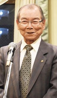 挨拶に立つ渋川会長
