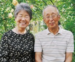 二人三脚で栽培に取り組む上甲さん夫妻