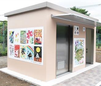 新しいトイレには住民が描いた絵が飾られている
