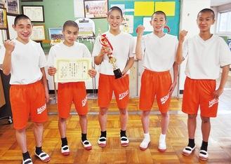 優勝の原動力となった3年生。写真左から瀬戸誠仁選手、石部大樹選手、紺野選手、吉田詠二選手、糟谷陽色(ひいろ)選手