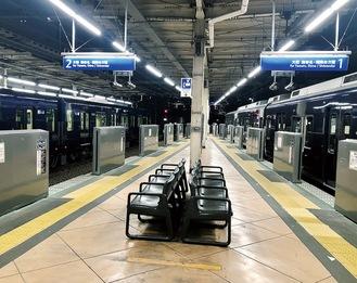 利用者の安全確保につながるホームドア(写真は二俣川駅)※相模鉄道提供