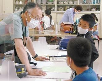 児童に寄り添いながら勉強をサポート