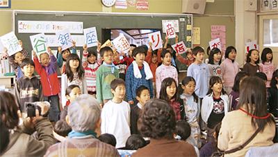 銀座通りを児童が応援