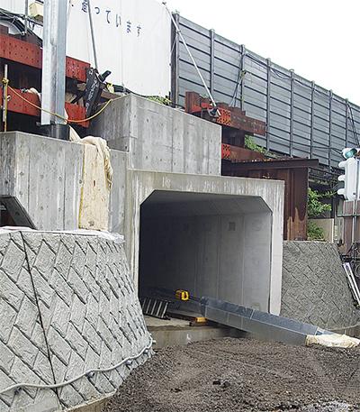 歩行者トンネル完成間近