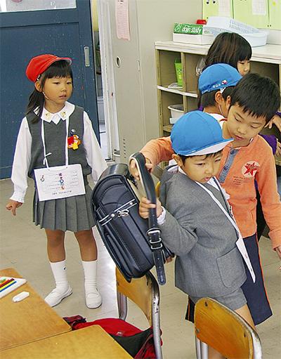 先輩と一緒に学校探検