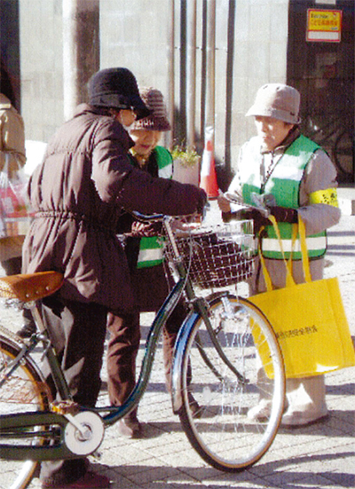 自転車事故の注意を喚起