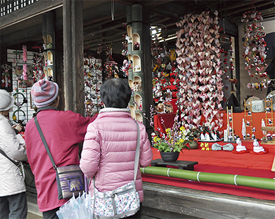 吊るし飾りで雛祭り