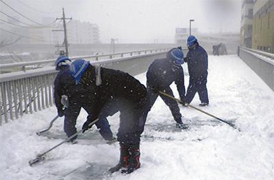 横建協が除雪に協力