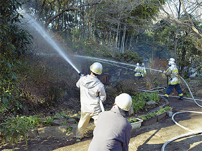 長屋門で消防訓練