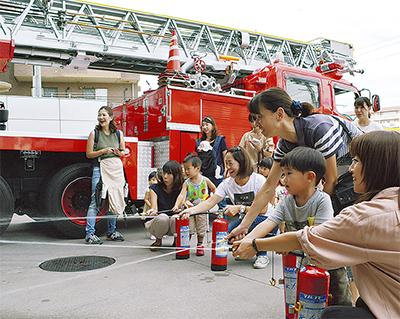 迫力の消防車に歓声