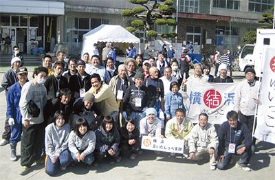 安渡小に出向いた、ゆいっこ横浜支部のメンバーら(写真は同支部提供)