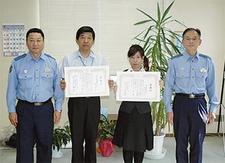 舟元支店長と伊藤さんに贈呈