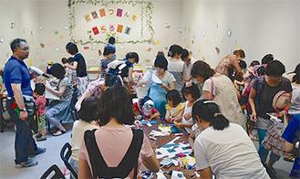 子どもたちの人気を集めた創作、展示コーナー