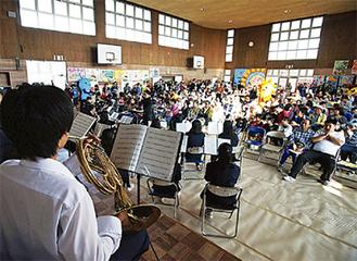 上飯田中の吹奏楽演奏