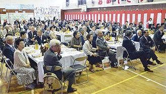 卒業生ら約200人が参加