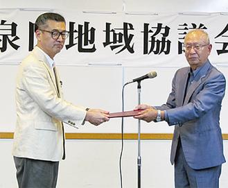 高橋区長(左)と北原会長