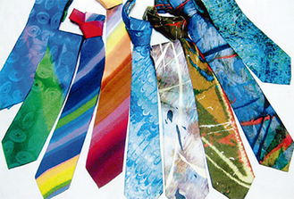 色鮮やかなネクタイ