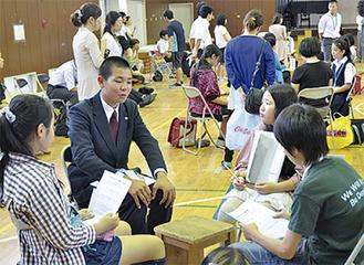 中和田小で行われた会議