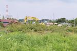 権太坂和泉線(和泉地区)で進む工事。左後方が泉警察署