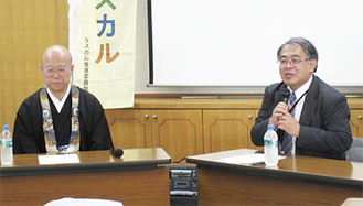 講演する成田住職(左)と山路氏