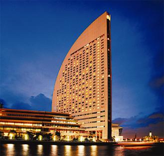 港に面したホテルで優雅なひと時を