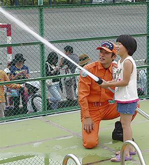 消火訓練の様子=中嶋孝さん提供