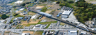 中央がゆめが丘駅。左端が下飯田駅=中丸定昭さん提供(2013年4月撮影)