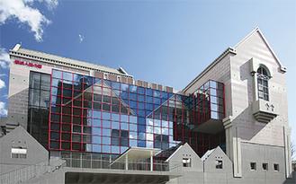 会場となる「横浜人形の家」