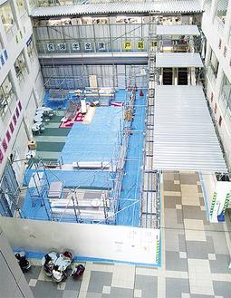 工事中の区役所1階ホール