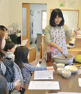 体に良い食の知識を披露する澤井さん