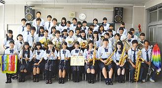 東関東大会への出場を決め、笑顔の部員たち