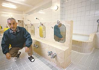 浴場で準備をする山本さん