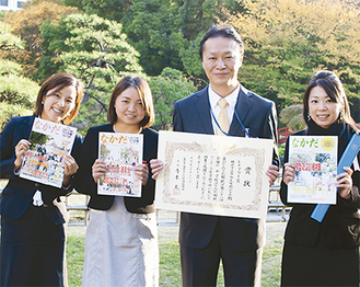 (左から)牧野さん、井上さん、奥津会長、山本さん