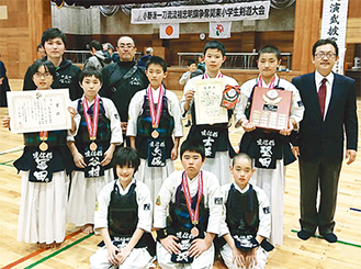 3位入賞を喜ぶ直信舘和泉道場チーム