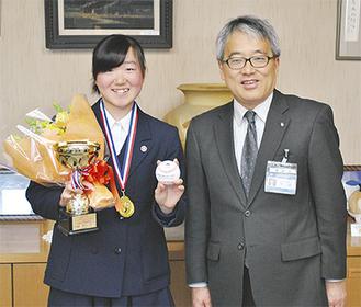 東坊城さん(左)と下村区長