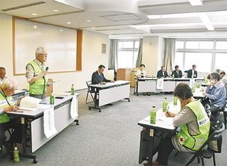 事業報告を行う江尻副会長(左)