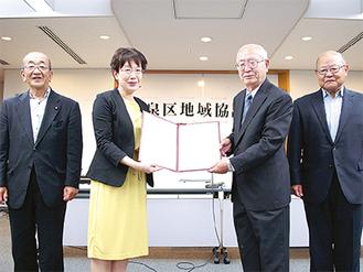 (左から)馬場副会長、額田区長、北原会長、松浦副会長