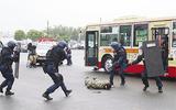 路線バスでテロ対策訓練