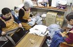 衣類の再利用作業