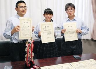 (左から)川本さん、川戸さん、矢田さん