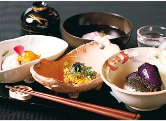京懐石をベースにした季節料理は月替わり。美しい見た目も楽しめる