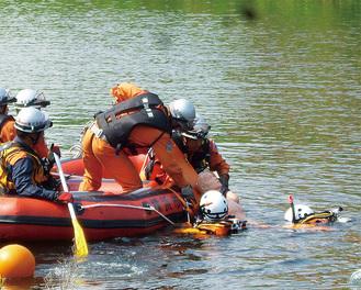 流された要救助者を救出する訓練