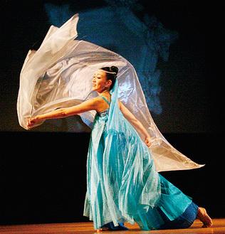 オープニングの「絹の舞」