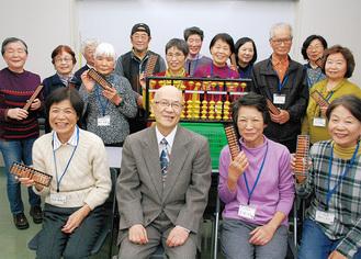 講師の浅見さんを囲む参加者
