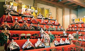 多くの人形が並ぶ※昨年の様子